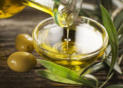 Wietolie maken met olijfolie.